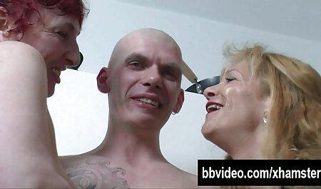 Orientale ladyboy gioca film porno orge italiane con le sue tette
